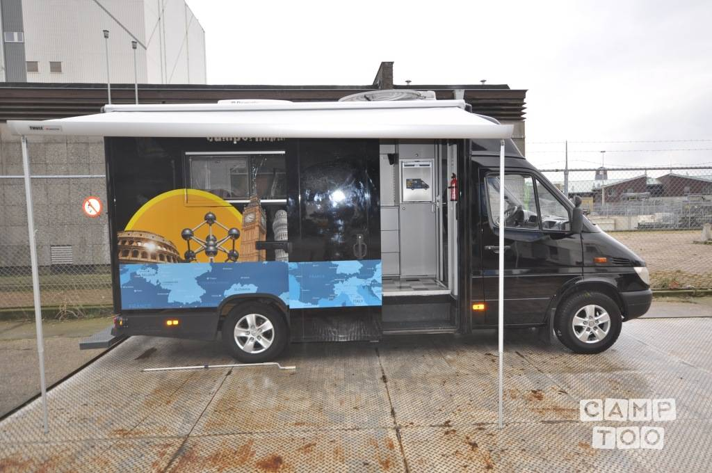 Mercedes-Benz camper from 2012: photo 1/9