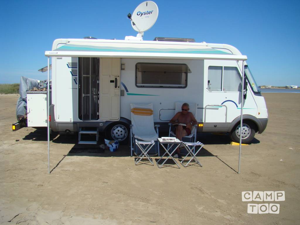 Hymer camper from 2002: photo 1/16